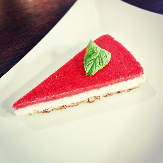 veganska jagodna torta